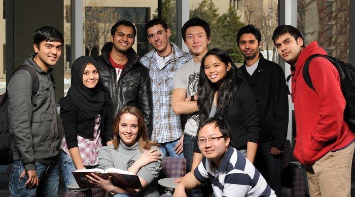 گروه دانش آموزان کالج زبان