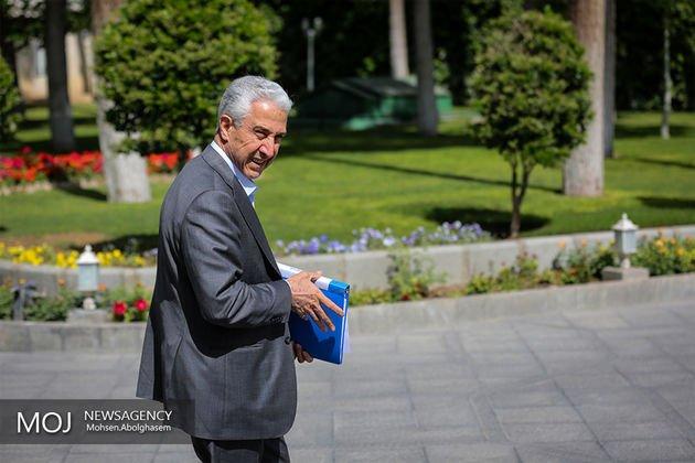 وزیر علوم منصور غلامی ارز دانشجویی
